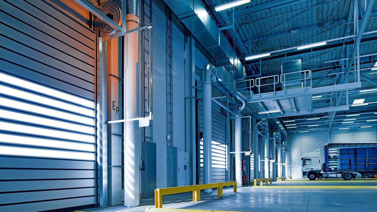 Bramy garażowe w obiektach przemysłowych