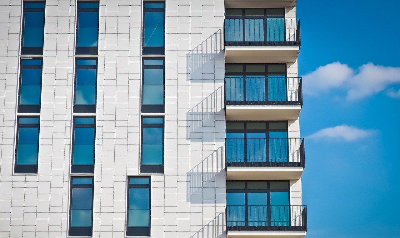 Jakie są zalety nowego mieszkania?