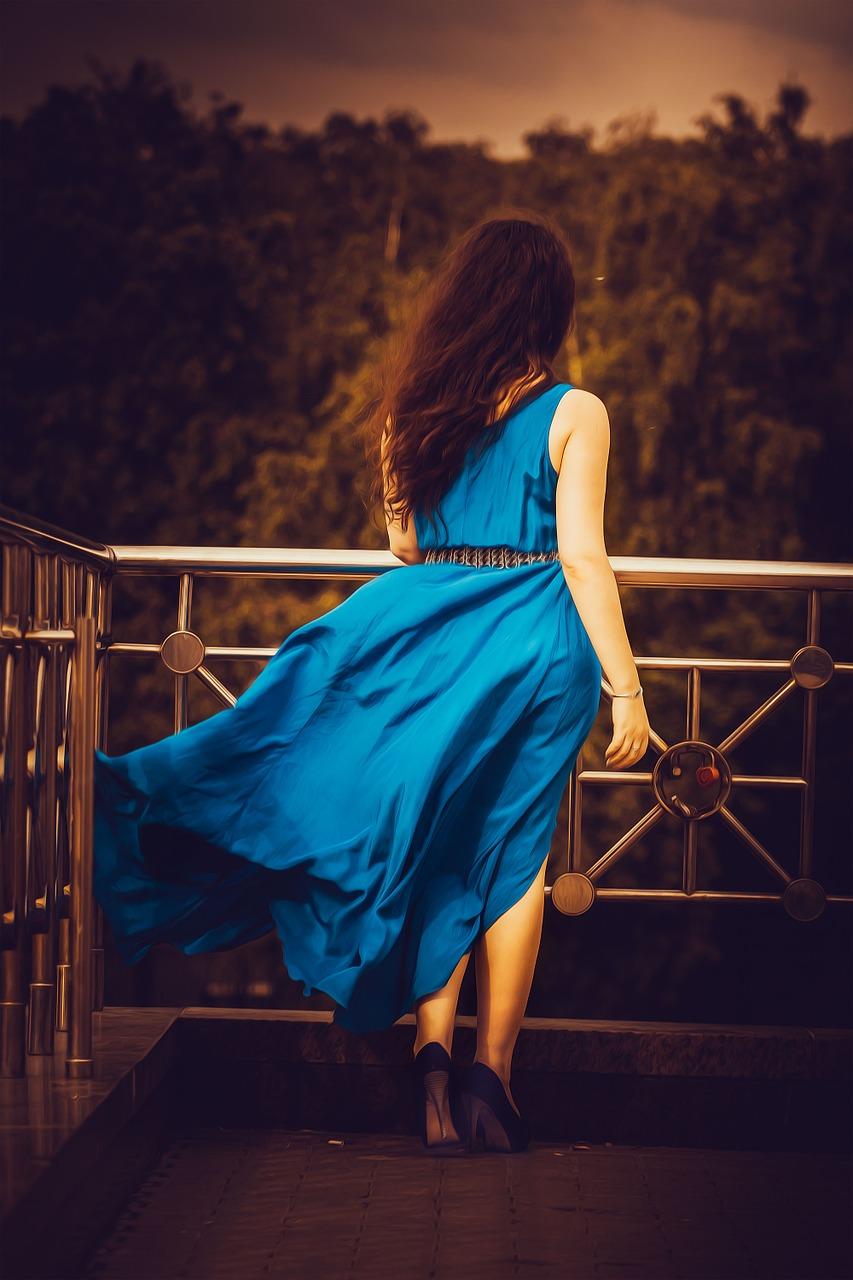 Wizytowa sukienka dla puszystych kobiet