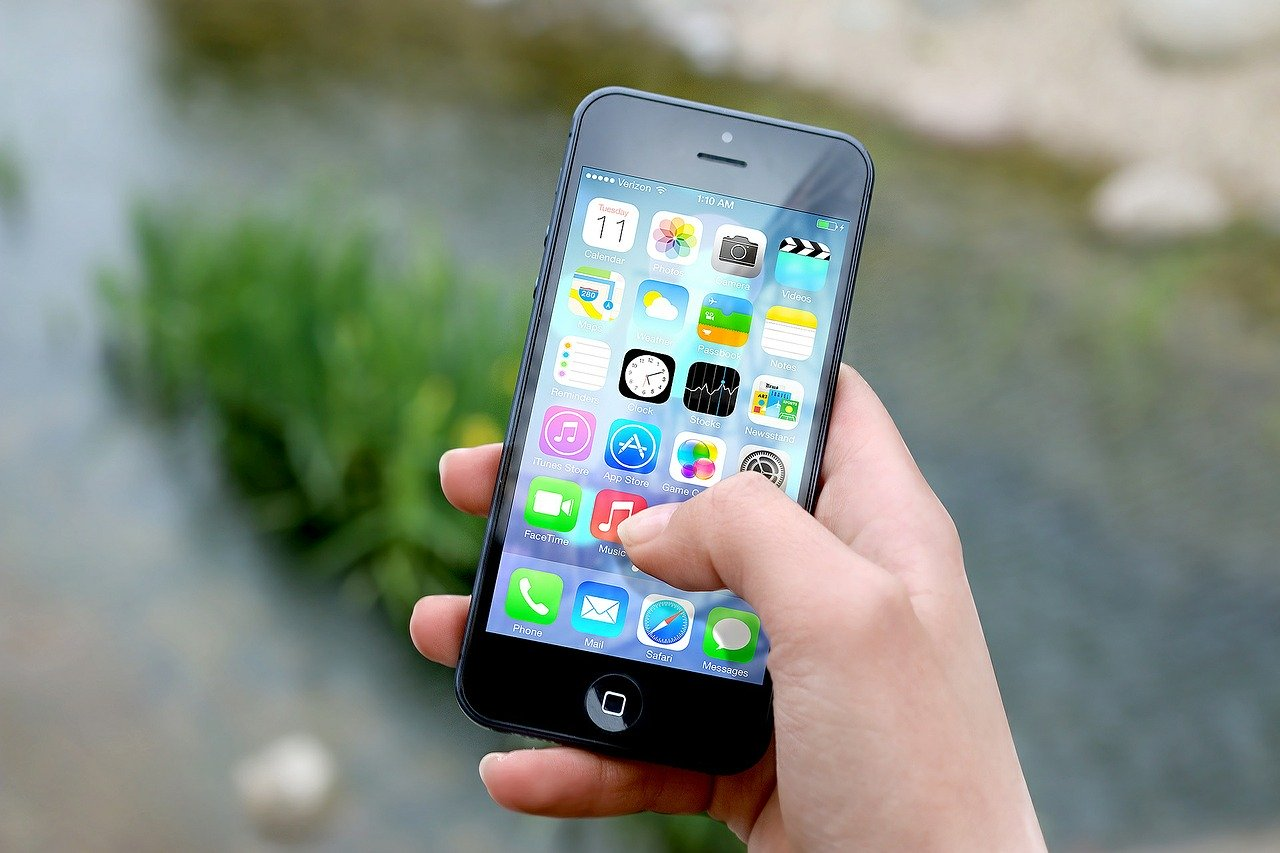 4 powody, dla których musisz wymienić zbitą szybkę w iPhone
